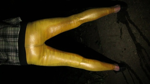 Screenshot for Golden leggings and shoes wetting
