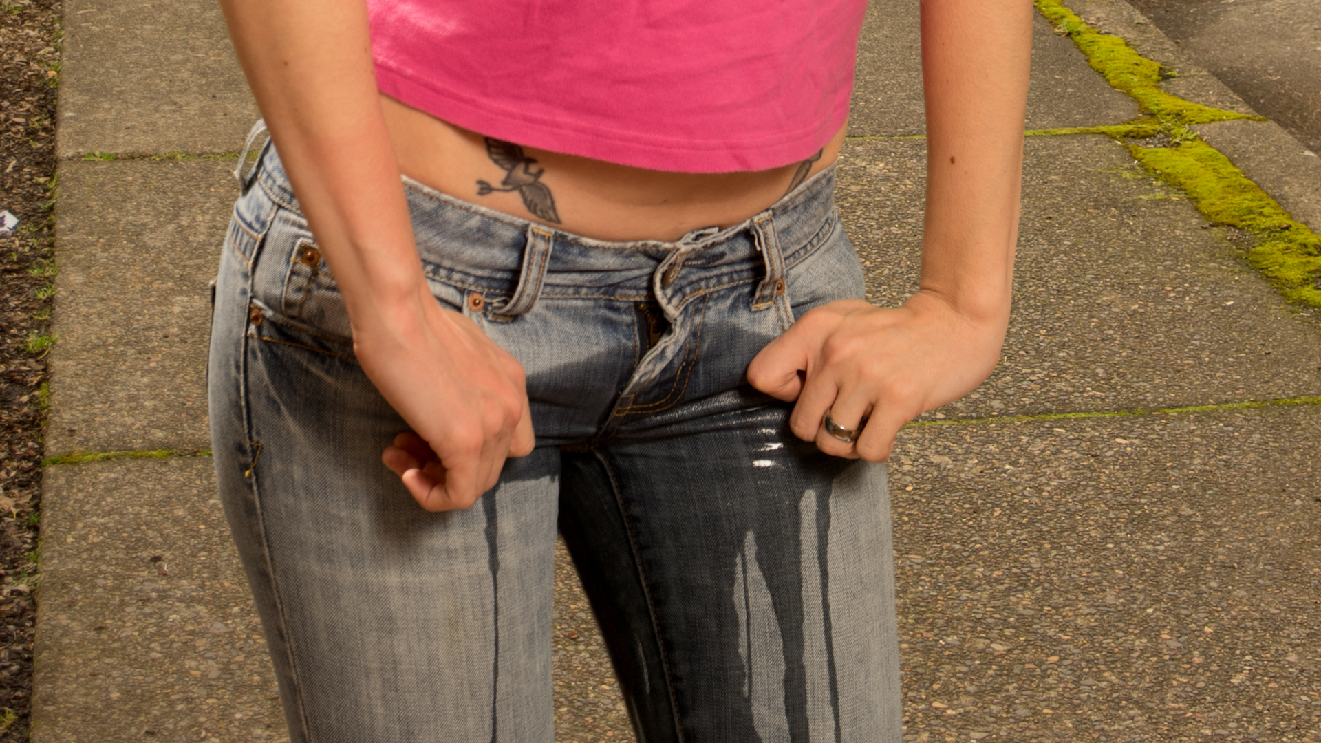 Писсинг через джинсы #9