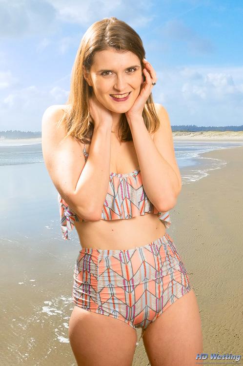 girl beach nude Non peeing on
